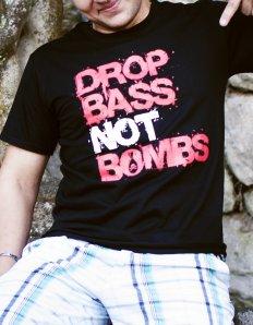 Pánská trička s potiskem – Drop Bass Not Bombs